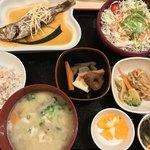 春日食堂 - 日替り 魚煮付け 920円