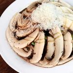 ハレバレ - ジャンボマッシュルームのグリーンサラダ