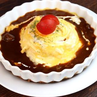 """特製デミグラスソースと卵がマッチ♪まさに""""理想""""のオムライス"""