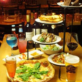 オリジナルビール飲み放題+石窯ピザを含むコースが3500円~