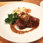 81381926 - 黒毛和牛のステーキ+フォアグラでロッシーニ風に(2,880円)