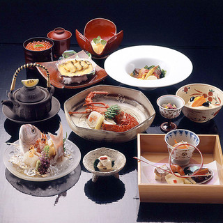 季節の味で作る懐石料理。月毎に変わる旬の味を堪能◎