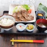 島ごはん 花城食堂 - 料理写真:生姜焼き定食800円