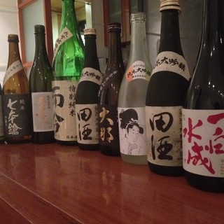 食事を楽しむをコンセプトに、厳選されたワインや日本酒のリスト