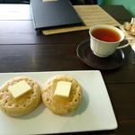 サルトリイバラ喫茶室 - クランペットと紅茶