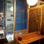 博多牛臓 - 博多駅前の夜景が望める窓際の個室。