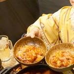博多牛臓 博多筑紫口店 - 美味しさにハマッてしまい、追い肉します。 鶏ももと鶏せせりです。