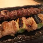 やきとり とり一 - 料理写真:「ねぎま」「砂肝」各150円也。
