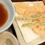 天丼てんや - 日本酒セットの天ぷら