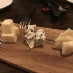 アオジ ソシガヤ - 3種チーズ盛り合わせ