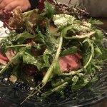 アオジ ソシガヤ - 和牛ローストビーフとパクチー、ルーコラ、マッシュルーム