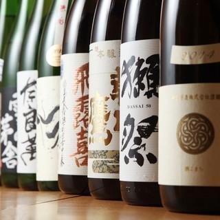 全国各地の希少銘柄や季節の日本酒を多数取り揃えております