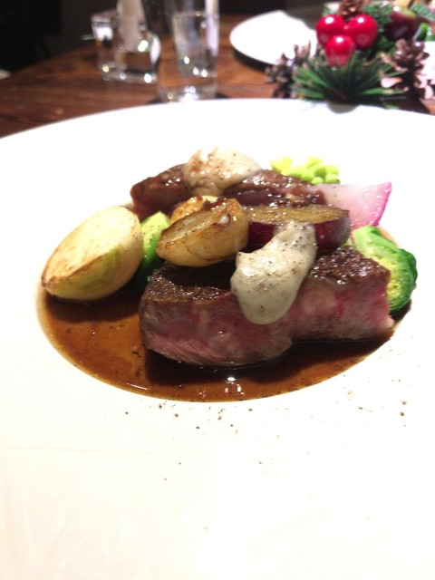 フレンチレストラン・プレジール - 特選牛ミスジのロースト黒とリュフ、赤ワインの二種のソースと…