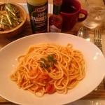 SLOW cafe - カニとトマトのクリームパスタ