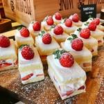GOOD MORNING CAFE - 苺のショートケーキ@優しいジェノワーズと上質な生クリームがふんだんに苺もあまい