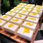 GOOD MORNING CAFE - レアチーズケーキ@柚子のコンフィがポイントのもちっとレアチーズ