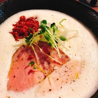 白湯ラーメンがイタリアンラーメンに変わる追加ソース100円!