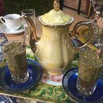 ドバイ・アンティーク&カフェ  - マッタ茶!ボンビージャ という、茶こし付きのストローでズビズビーと吸うのだ。