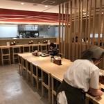 能古うどん - 店内をパシャ 客が少ない日曜日の11時半