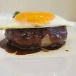 Grill TENPEI - 姫路肉汁ハンバーグMサイズ、横から見るとかなり分厚いです