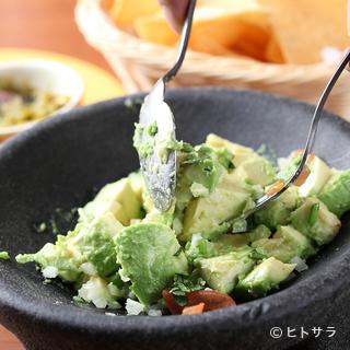 メキシコ料理に欠かせないアボカドとサルサへのこだわり