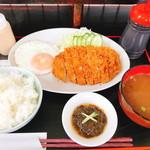 ひがし食堂 Jr. - とんかつ定食(700円)
