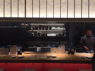 刺身BAR かぶきまぐろ 江戸noren店 - キッチン方向