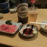 根岸家 - 料理写真:「キリンラガー大瓶」630円、『まぐろぶつ切り』五二〇