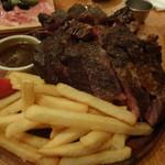 81425391 - 1キロ塊肉のローストビーフ