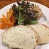 トラットリア アマッザ - 料理写真:ランチセットのミニサラダとパン