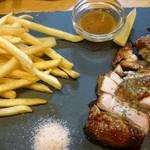 煮込みとワイン 忠左エ門 - 若鶏の藁焼きロースト