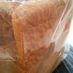 81427190 - 食パンの端っこ