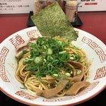 ラーメン たんろん - 油そばブラック(生卵付き) 650円(税込)