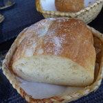 無彩庵 池田 - あったかいパンでした☆パンは二回でてきました。