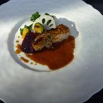 無彩庵 池田 - メインのハーブ鶏☆外はパリパリ、中は柔らかくてオマール海老のソースとマッチしてました♪