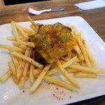 ザッツバーガーカフェ - ポテト(チェダーチーズトッピング) 500円