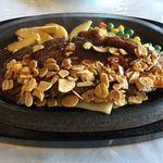 東海カントリークラブレストラン - 鉄板ガーリック牛ロースステーキ