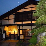 東京庵別館 - 夜の東京庵…月も小さく…