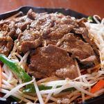 北海道マルシェ - ラム肉(子羊)のこだわりのジンギスカン980円野菜付き
