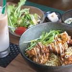 北海道マルシェ - 人気のザンギ丼、サラダ味噌汁セット580円
