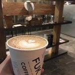 フック コーヒー - 旅がテーマのデザインカップ
