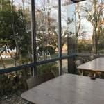 コムデザインストア カフェ - 上江津湖のほとりです。