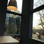 コムデザインストア カフェ - 店内から外の風景がよく見えます。