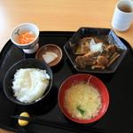 一輪の花 - 料理写真:魚定食650円