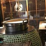 居酒屋 寿寿 - モツ煮を煮込んでる大鍋