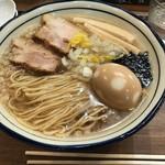 Omotenashi Noodles よこじ - 料理写真:背脂煮干そば 中盛