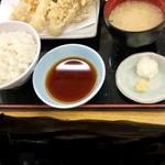 天丼てんや - ご飯、味噌汁、天ぷら、天つゆ。 写真はありませんが、お浸しもついていました^_^