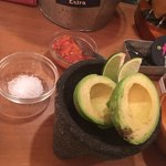 MEXICAN BAL Aguacate - アポカドは塩とトマトサルサで