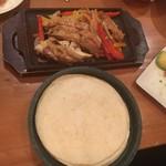 MEXICAN BAL Aguacate - チキングリルをトルティーヤにサンドして食べます。