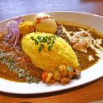 spice curry & dining Cumin's - 2種合いがけ(1000円)(海老とココナッツ+牛すじと九条ねぎ)